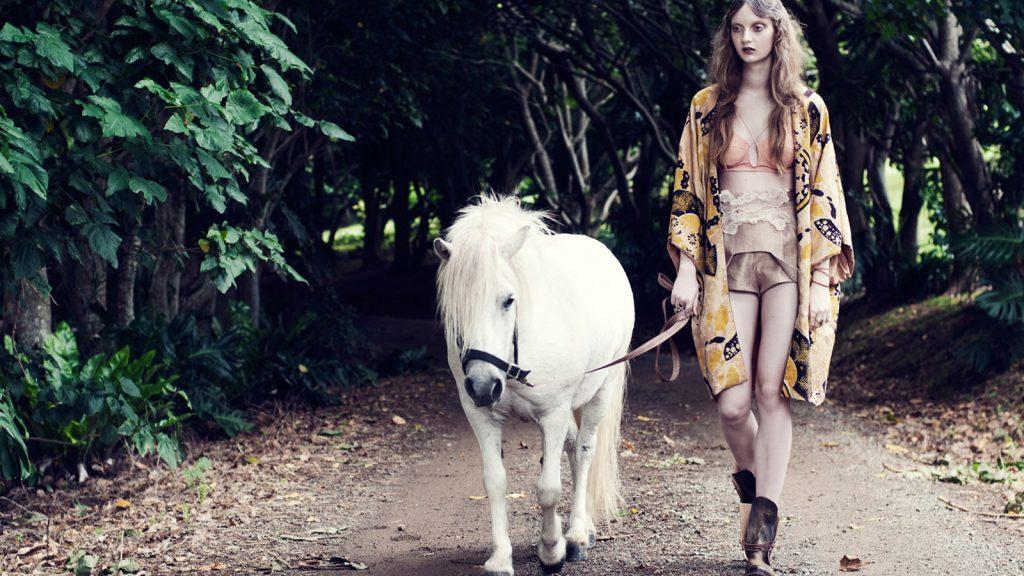 Million-Horse-banner blog-sfeer-paardenhaar-sieraad